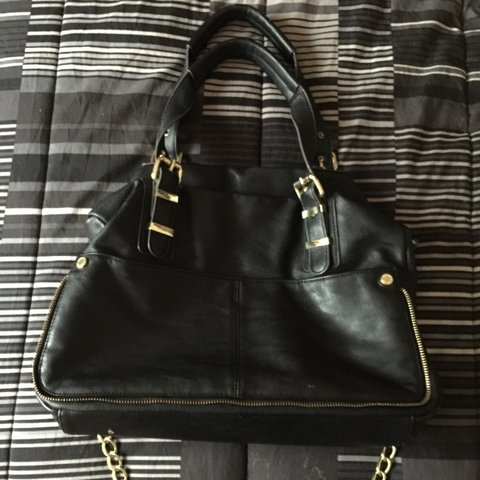 0d50b99764 @cceniti00. 2 years ago. Chicago, IL, USA. Black Steve Madden Purse. Gently  used. Gold Chain over the shoulder Strap.