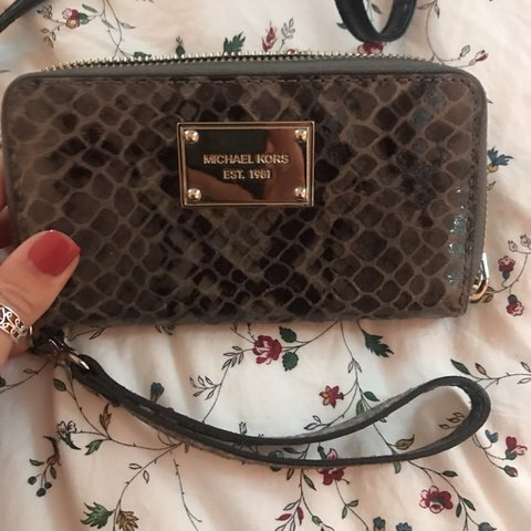 16f31012ec15 100% genuine Michael Kors iPhone purse with wrist strap from - Depop