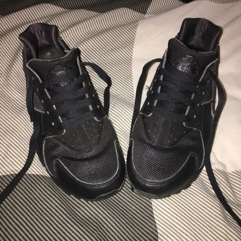 ceca781ee1206 Nike Huaraches in Black - Size 4.5. These shoes have been - Depop