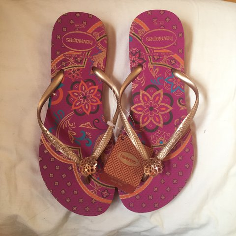 a40ebc633 PRICE DROP! Havaianas flip flips NEVER BEEN WORN still with - Depop