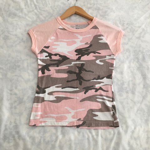 759825da69de Light pink camo baby tee from the Y2K! 💗 by Rothco. This a - Depop