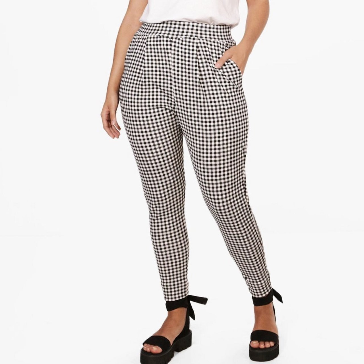 faba875871888 Plus size gingham pants boohoo size 14 used washed clean 🖤 - Depop
