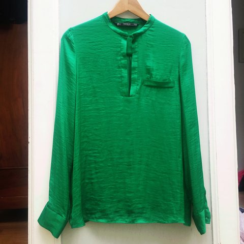 4c73fd51bb84d Green  zara zara trafaluc blouse never worn s fashion not - Depop
