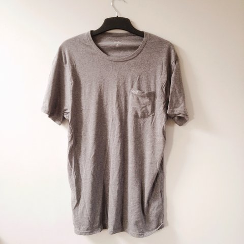b82f90db @eleanorrr94. last year. Chester, UK. Hollister men's grey t-shirt with  pocket, size medium. Used but still in good condition.