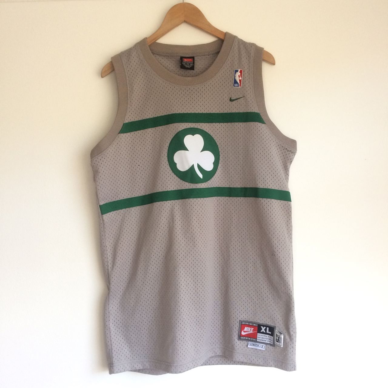 size 40 2202c 85d7f Nike Boston celtics training jersey not too loose... - Depop