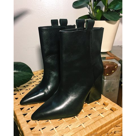 fe9b5cd13d3 Zara Collection black leather ankle boot. Pointed toe