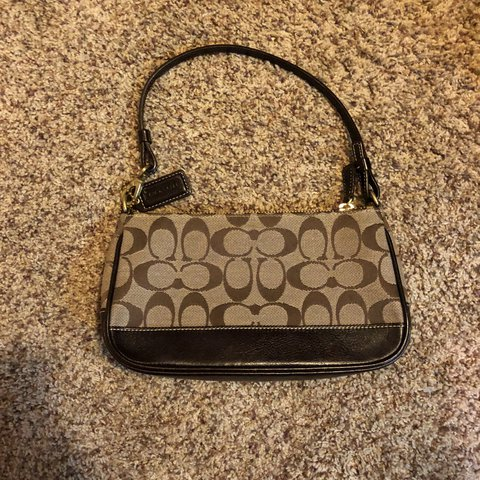 09085eb531 Old school Coach purse. It's in great condition. I... - Depop
