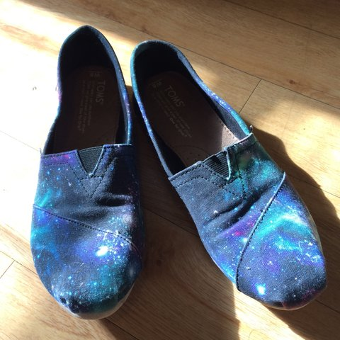 3b8a588f0bf Used Toms women s shoes galaxy print in size 8. Only worn a - Depop