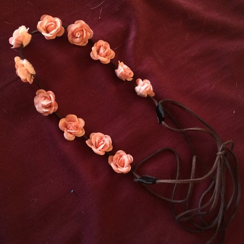 PRICE LOWERED) PINK FLOWER CROWN HEADBAND -Forever 21 -only - Depop f7867468ed9