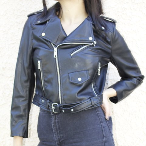 9cc06c61 @reaaay. 3 years ago. Los Angeles, CA, USA. Zara Cropped Black Leather  Jacket-Never worn. Size ...