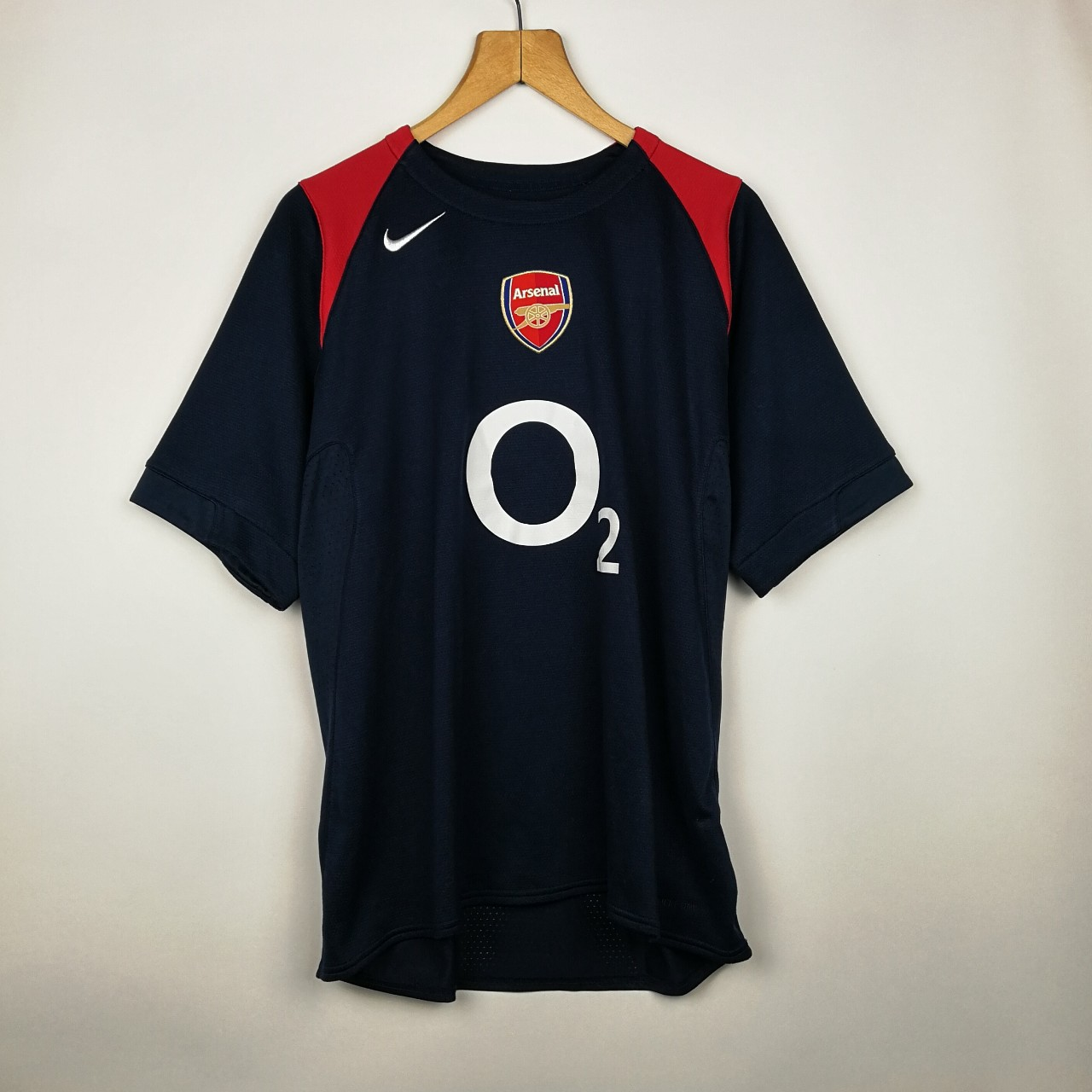 detailed look 2ddfc 8b536 VINTAGE OVERSIZED NAVY BLUE & RED NIKE X ARSENAL ...