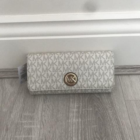c88ec3d5ad91 @hannahpotter4. in 13 hours. United Kingdom. Brand new Michael Kors Fulton  purse. Never been used. Tan colour neutral 100% genuine