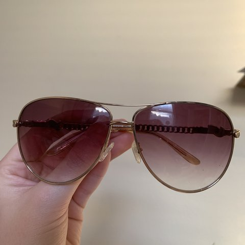 e21568e00aa9a GUESS SUNGLASSES -Originally  150 -No Scratching on lenses - Depop