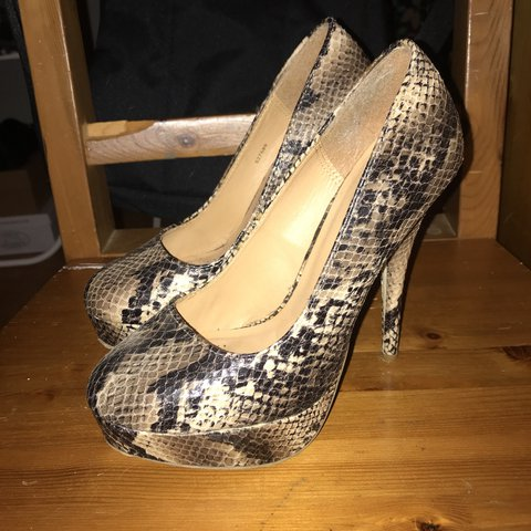 4cfd23bd790d Sexy faux snake skin pumps from Charlotte Russe. Size 6