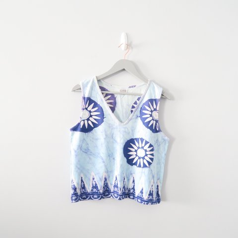 fbdb470b4d6ce Adorable 90s tie dye patterned blue tank top with beading or - Depop