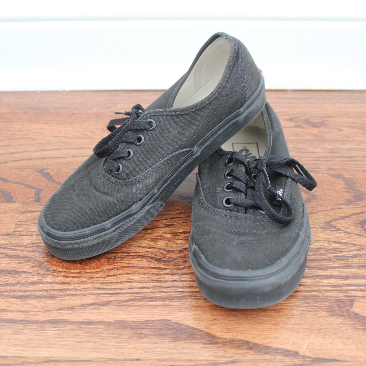 4e20f9ccd2c6 Vans Authentic Skate shoe • all black • women s size 7