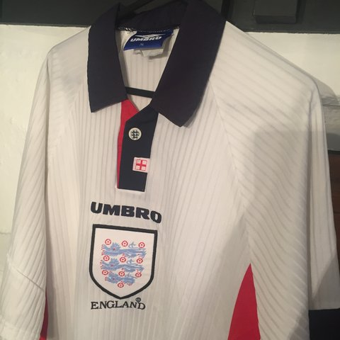 b667dd275 Vintage England football shirt XL extra large Retro Umbro - - Depop