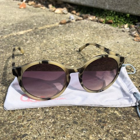 a1d1cbccb41fc H M x Tortoise shell round style sunglasses. Used but in - Depop