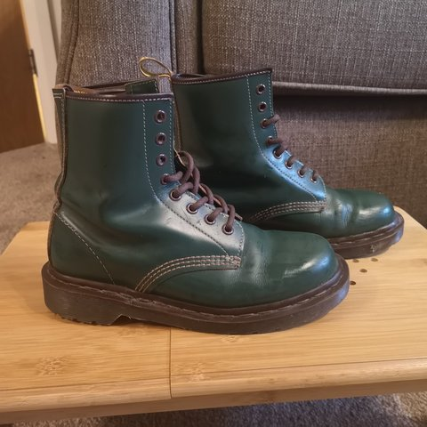 a5595422758f Dr Martens RARE green and brown 1460 boot