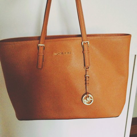 c3451fb572f8d6 @giorgia418. 2 years ago. Milan, Italy. Micheal Kors jet set travel Tote  bag in saffiano leather top-zip MEDIUM ...