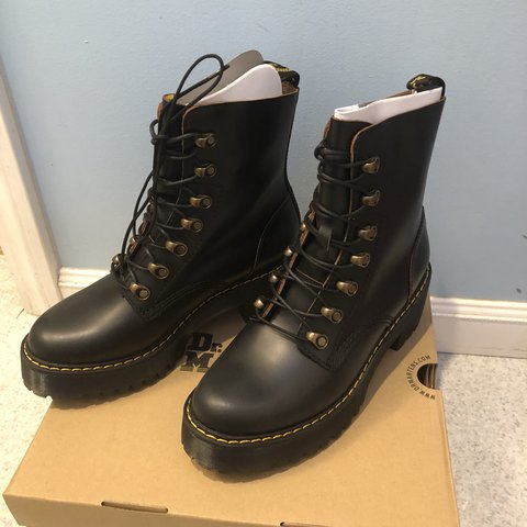 8c4967fa2fb5 DR. MARTENS LEONA VINTAGE SMOOTH IN BLACK