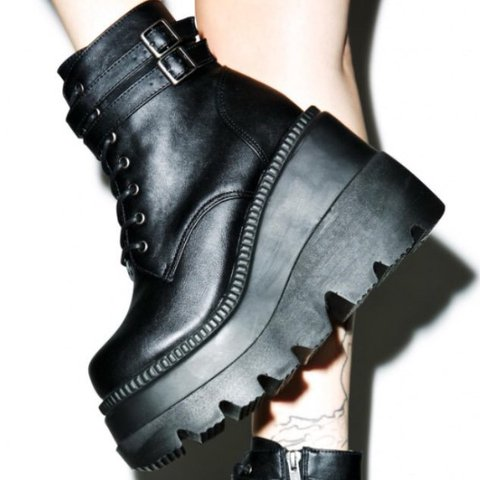 2e80adf39879 Demonia Technopagan Boots Size 9 Used - Flaking damage seen - Depop