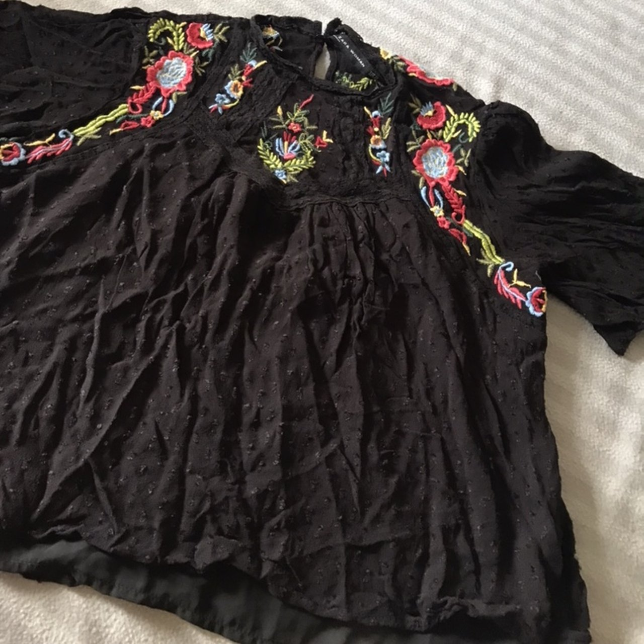 6f8956a93c9 ZARA WOMENS SIZE XS  uk 6 Black floral embroidered floaty - Depop