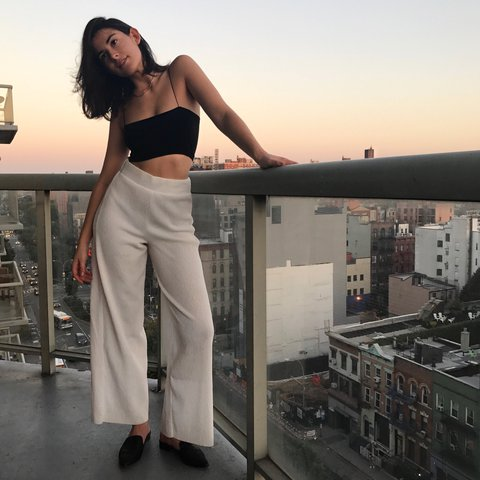 533727e0 PRICE LOWERED* White palazzo pants by Zara from this past a - Depop