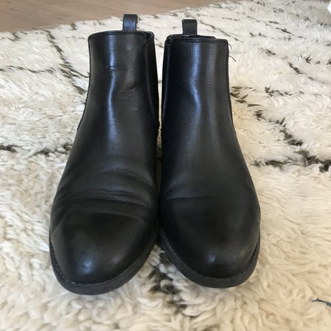 02d6586f16cd  kakkori. 3 months ago. United States. Chelsea boots. Italian Leather.  Perfect classic styling. Beatle boots. By Franco Sarto.