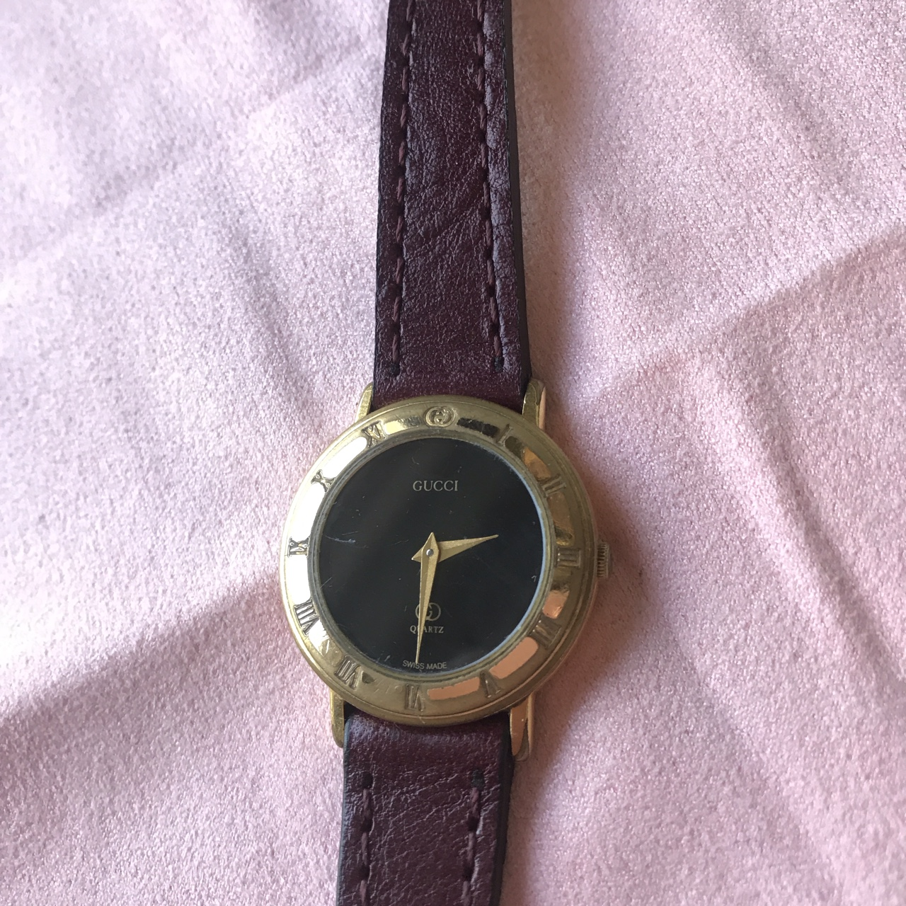 Ladies Gucci watch 3001L. Has a thin replacement , Depop