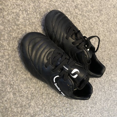 3d6dcb3d85f2 @siobhanbarbs. 7 months ago. Hinckley, United Kingdom. Sondico football  boots. Child size 9. Hardly worn as he ...