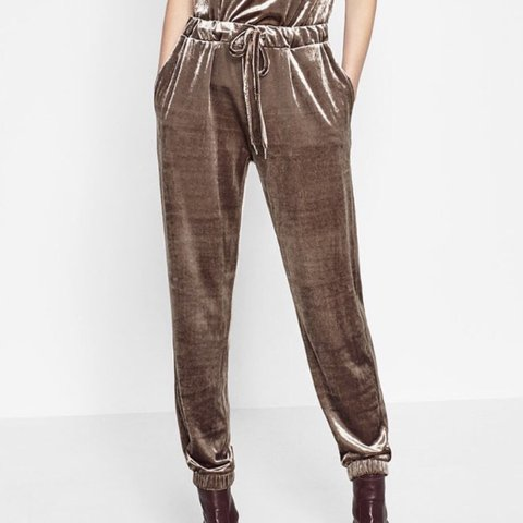 687f8d1b @remass. 6 months ago. Edgware, United Kingdom. The most Amazing sassy Y2k  small zara gold velvet joggers.