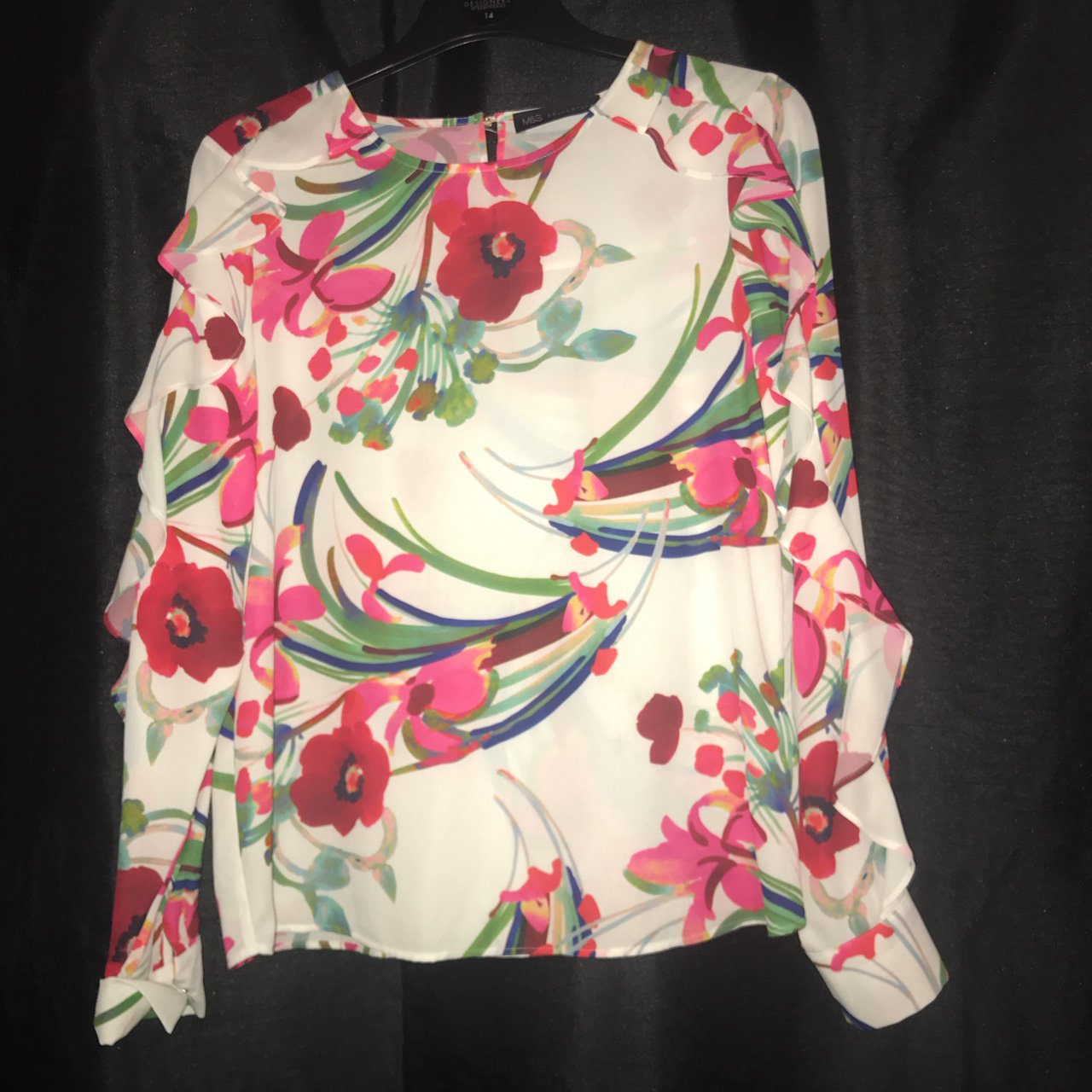 87c4034a929 Beautiful frilly floral blouse. BRAND