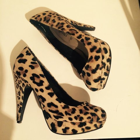57965936aeaf @lornamcc. 3 years ago. Glasgow, Glasgow City, UK. Leopard print round toe  shoes. Bought from New Look & worn once. Size 5.