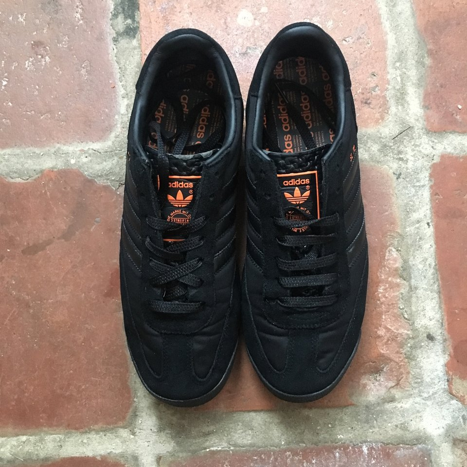 Crudo maduro Matrona  Adidas SL72 in black and orange. Size 9. Used but... - Depop