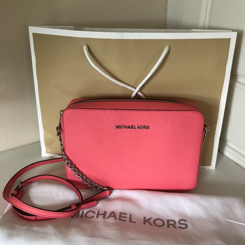 ddf7a578fe26 @slcwc. 2 years ago. Birmingham, UK. Michael Kors Large Jet Set Saffiano  Leather Crossbody Bag Brand new, never worn.