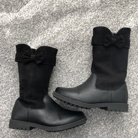 57134fabb580 Children s girls boots size 8 worn twice - Depop