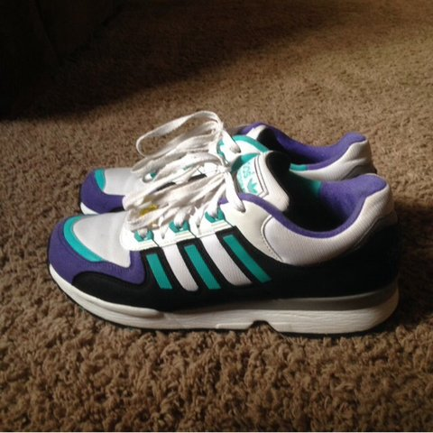 4ba630235 Size 7 Adidas torsion trainers. Virtually brand new an never - Depop
