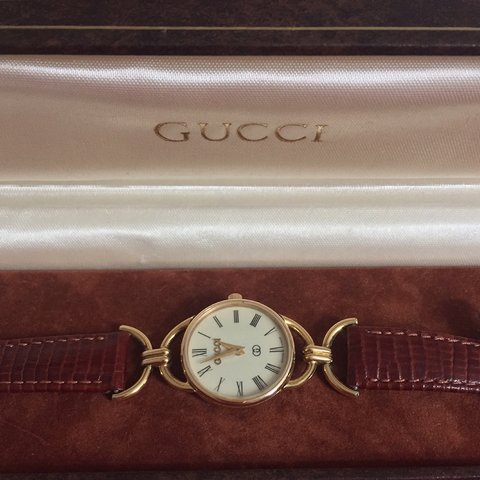 ab0be221eac VINTAGE GUCCI LADIES WATCH 6000L MODEL WITH ORIGINAL LEAHTER - Depop