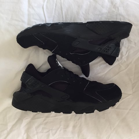63f1b4a840e8 Triple Black Nike Huaraches. Size 8 label