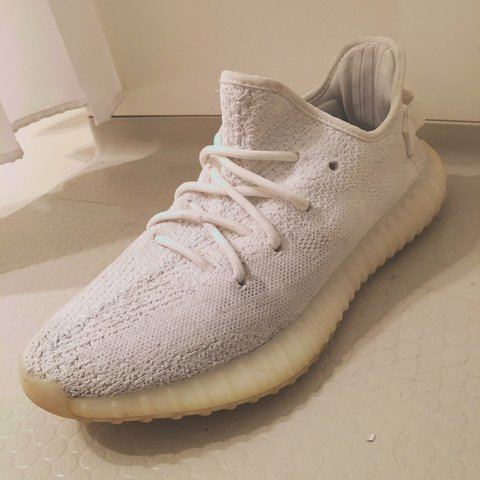d8dd89e8c Adidas Yeezy Boost 350 V2 Cream white size 8.5 Selling are - Depop