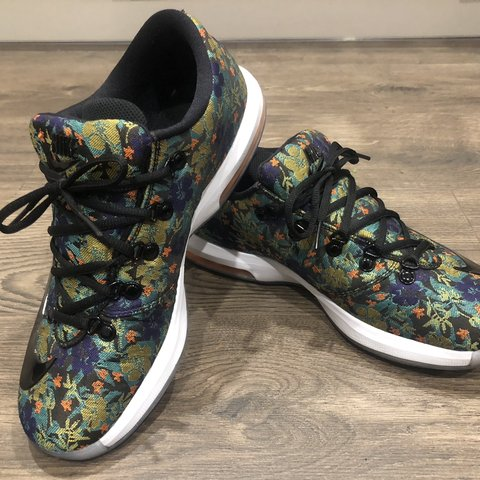 size 40 e49a8 0ad12  buttercup88. 2 months ago. United Kingdom. Nike KD 6 EXT Floral trainers