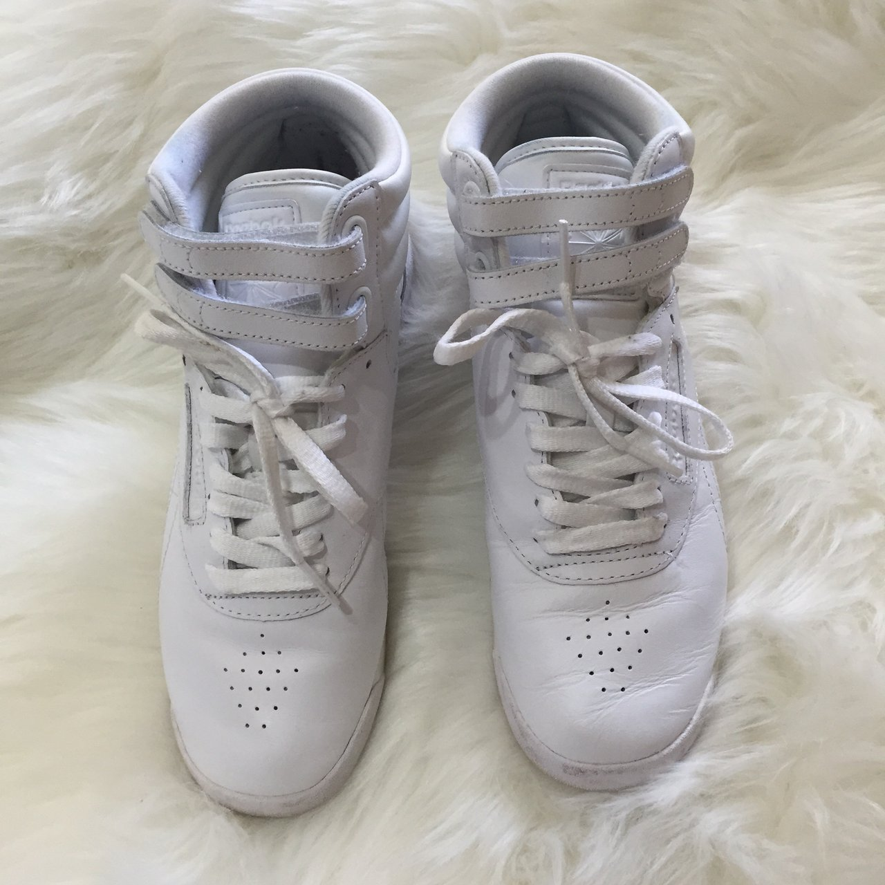 a81ee7e71d9b Reebok white leather high top sneakers Pretty good condition - Depop