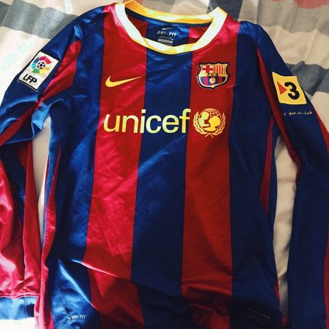 a17d48ac736 @alexshaw9. 3 years ago. United Kingdom. REAL Nike Barcelona long sleeve home  kit 2010-2011 with David Villa ...