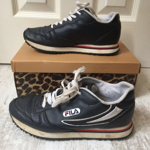 9ccc036a407fd3 VINTAGE FILA LEATHER NAVY TRAINERS - SIZE 5 - Have some of ( - Depop