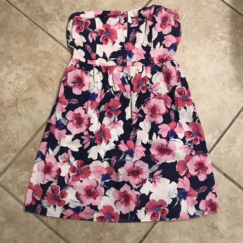 dcd51894222 Like new mossimo floral strapless dress! Perfect for spring - Depop