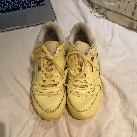 9a4978bfe2556 Lemon reebok classic leather trainers