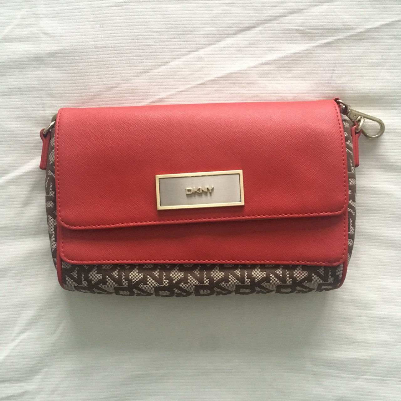 DKNY Small Bag With Detachable 0