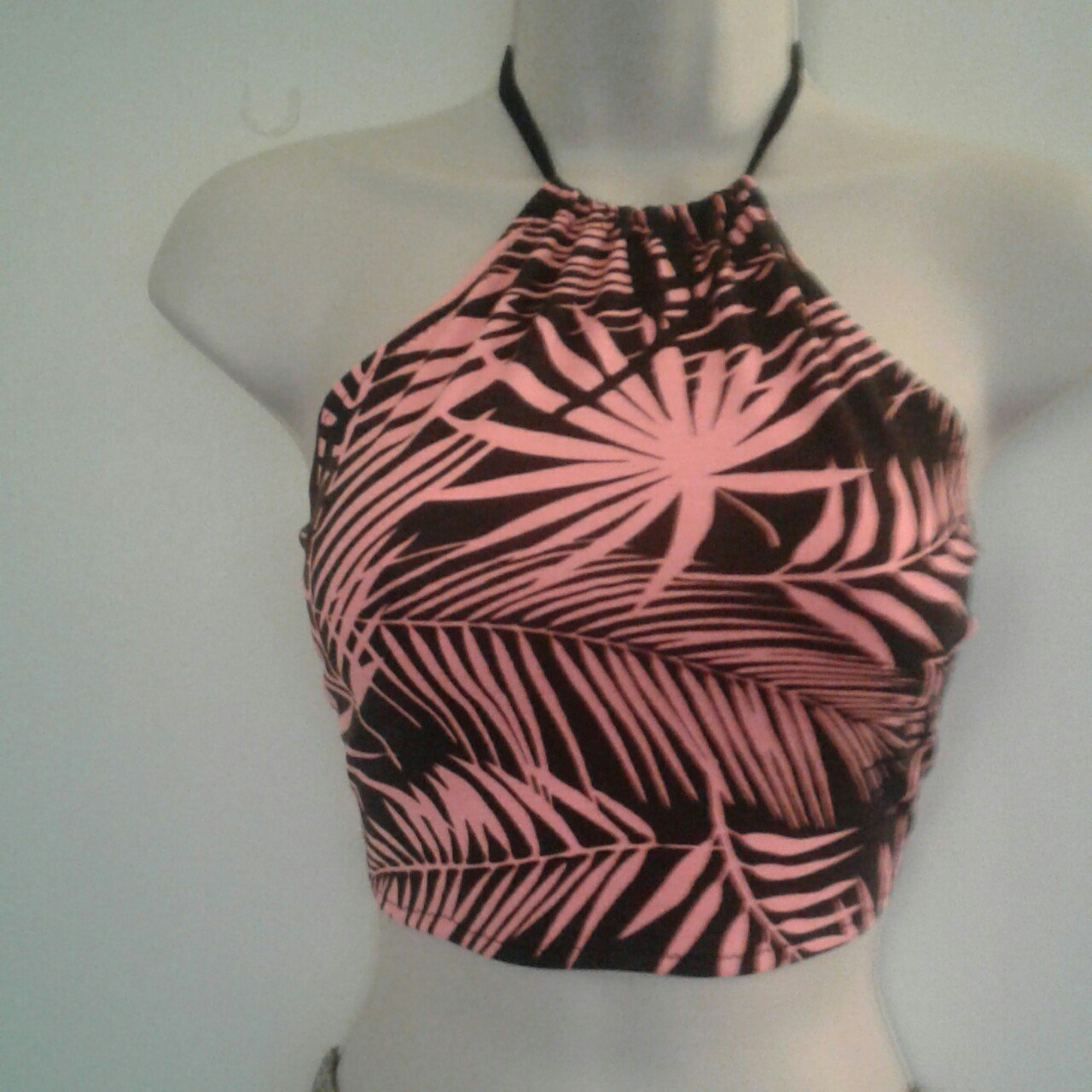 192d43e3da264 NEW without tags..HANDMADE CROP TOP IN A TROPICAL PRINT WITH - Depop