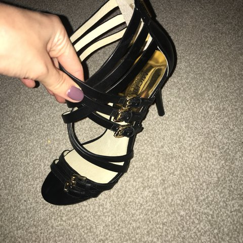 035b7f1ca460 Basically brand new Micheal kors heel shoes size 6 worn for - Depop